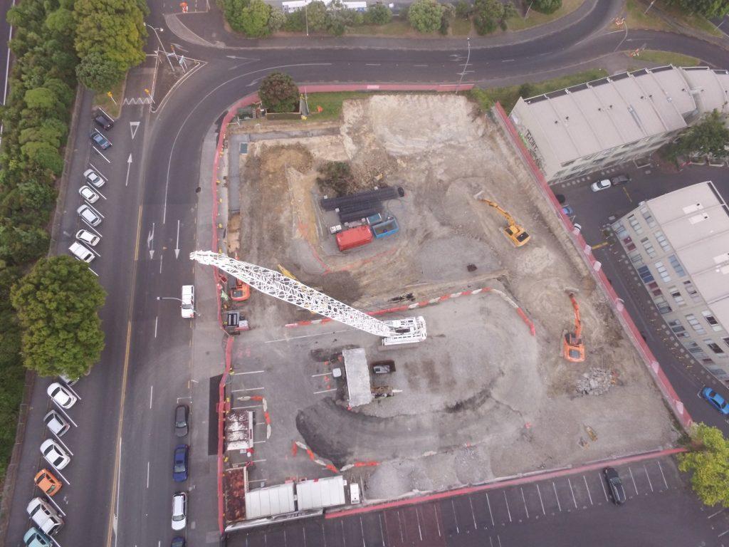 Earthtec Crane in Operation